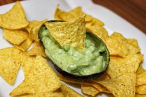 Guacamole - Avocado Dip mit Tortilla Chips