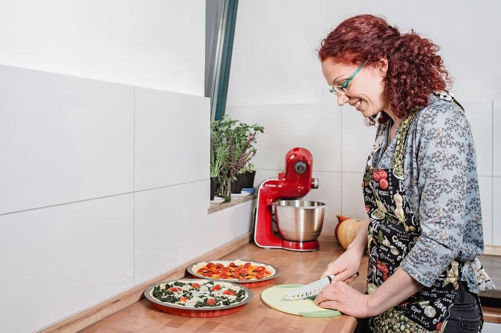Änne bereitet Quiche zu - Gemüsetorte