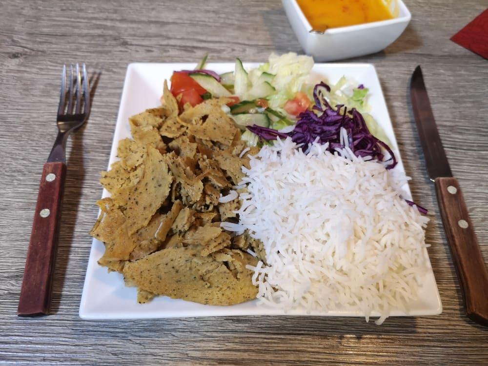Veganer Dönerteller mit Seitan, Reis und Mangosauce