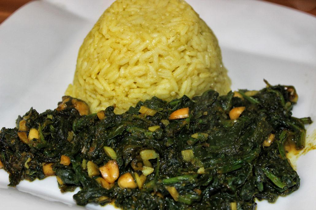 Rezept für afrikanische Spinat-Erdnuss-Pfanne mit Kokosmilch