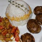 Gefuellte Champignons mit Avocado-Creme und Reis