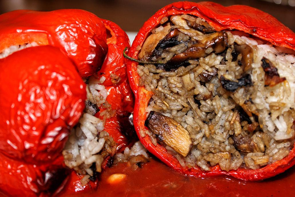 Gefüllte Paprika mit Reis und Champignons