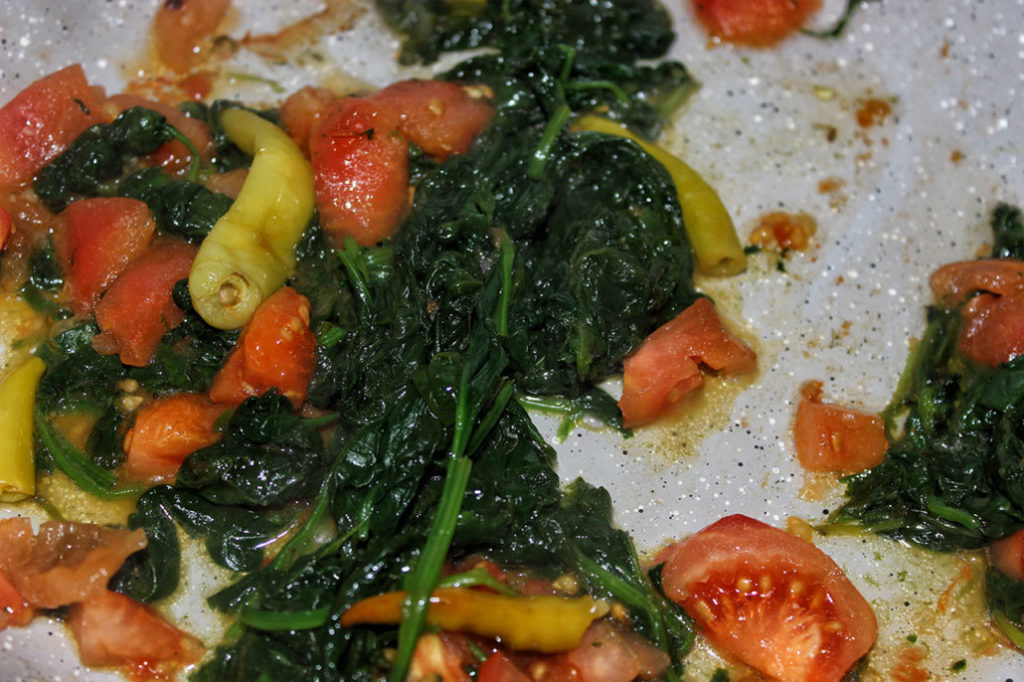 Peperoni Spinat Tomaten Pfanne - vegan, glutenfrei & zuckerfrei