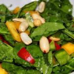 Spinat-Salat mit Erdnüssen
