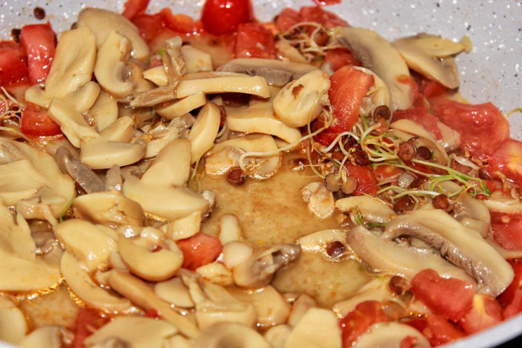 Sprossen Tomate Champignon Pfanne