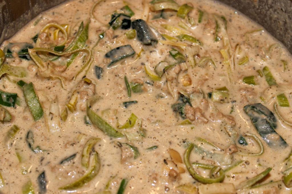 Vegane Käse-Lauch-Suppe mit Hackfleisch - ohne Gluten