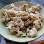 Gebackener Blumenkohl mit Knoblauch-Chili-Nudeln