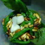 Veganes grünes Pesto aus Basilikum selber machen