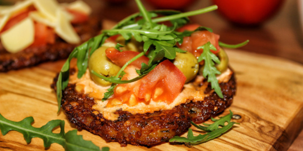 Katroffelpuffer-Pizza mit Oliven – vegan & glutenfrei