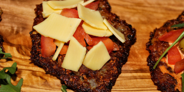 Katroffelpuffer-Pizza mit veganen Käse – glutenfrei