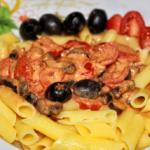 Tomaten Oliven Creme auf Maisnudeln - vegan und glutenfrei