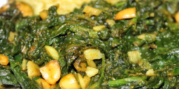 Afrikanische Spinat Erdnuss Kokos Curry Pfanne