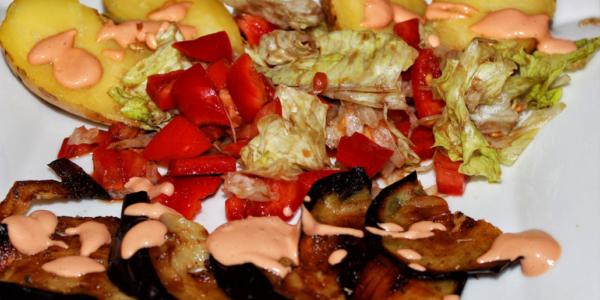 Königliche Ofenkartoffel mit Cocktailsauce – vegan, glutenfrei & zuckerfrei