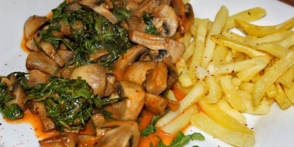 Rucola Champignon Pfanne mit Pommes